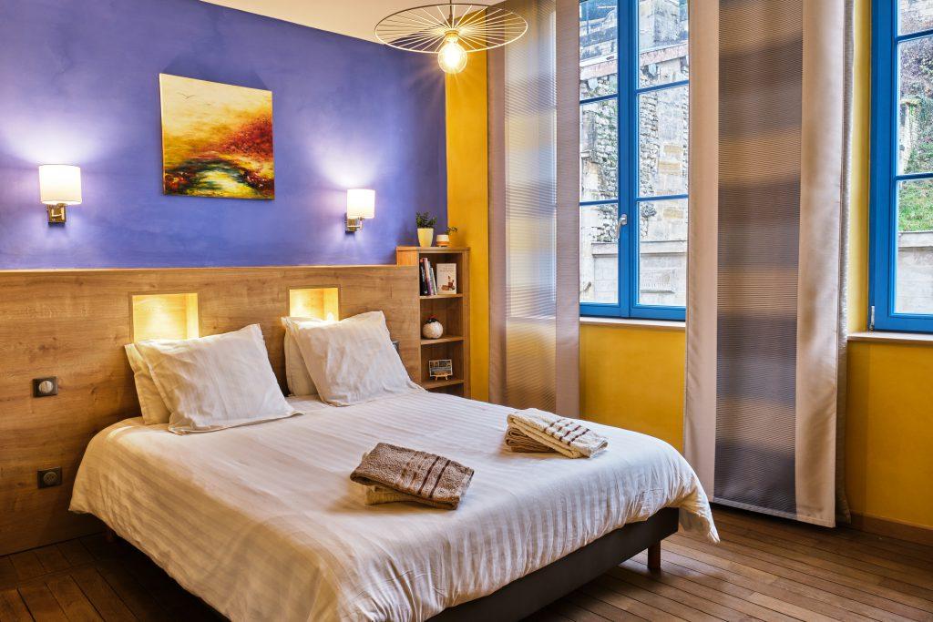 C'est une photo de la chambre d'hôte, qui se nomme Gaïa